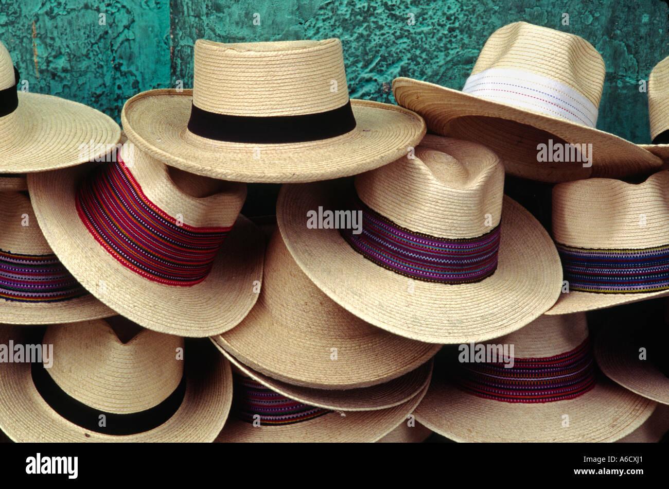 fde01f7f3abed Sombreros de Panamá para la venta en las calles durante la Semana Santa la pascua  Antigua Guatemala