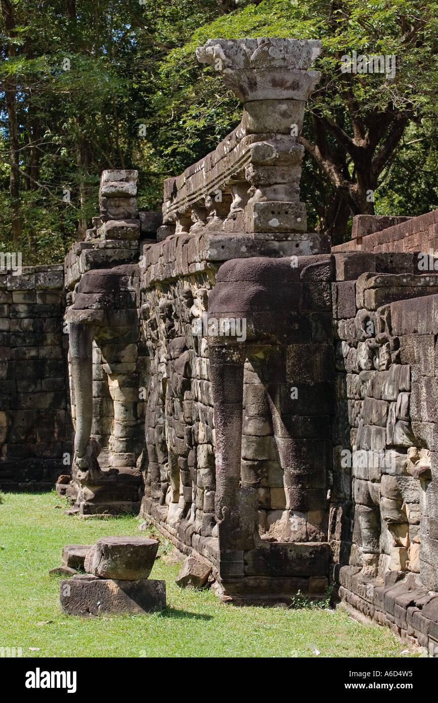 Esculturas De Elefantes Recogiendo Lotus Blossom En La