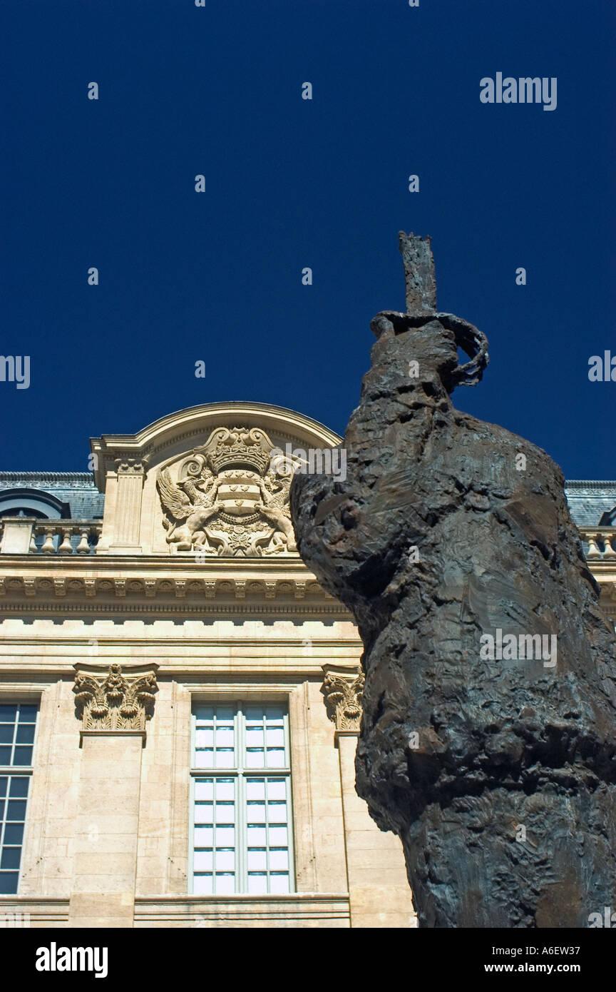 "París, Francia ""usee d'Art et d'Histoire du Judaisme' 'Museo Judío"" ""Hotel de St Aignan' Entrada Dreyfuss contemporánea estatua Foto de stock"