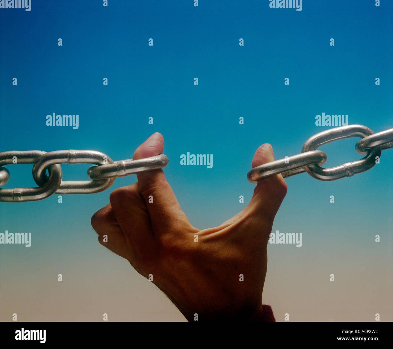 Una rotura de tinta en una cadena y el eslabón más débil Imagen De Stock