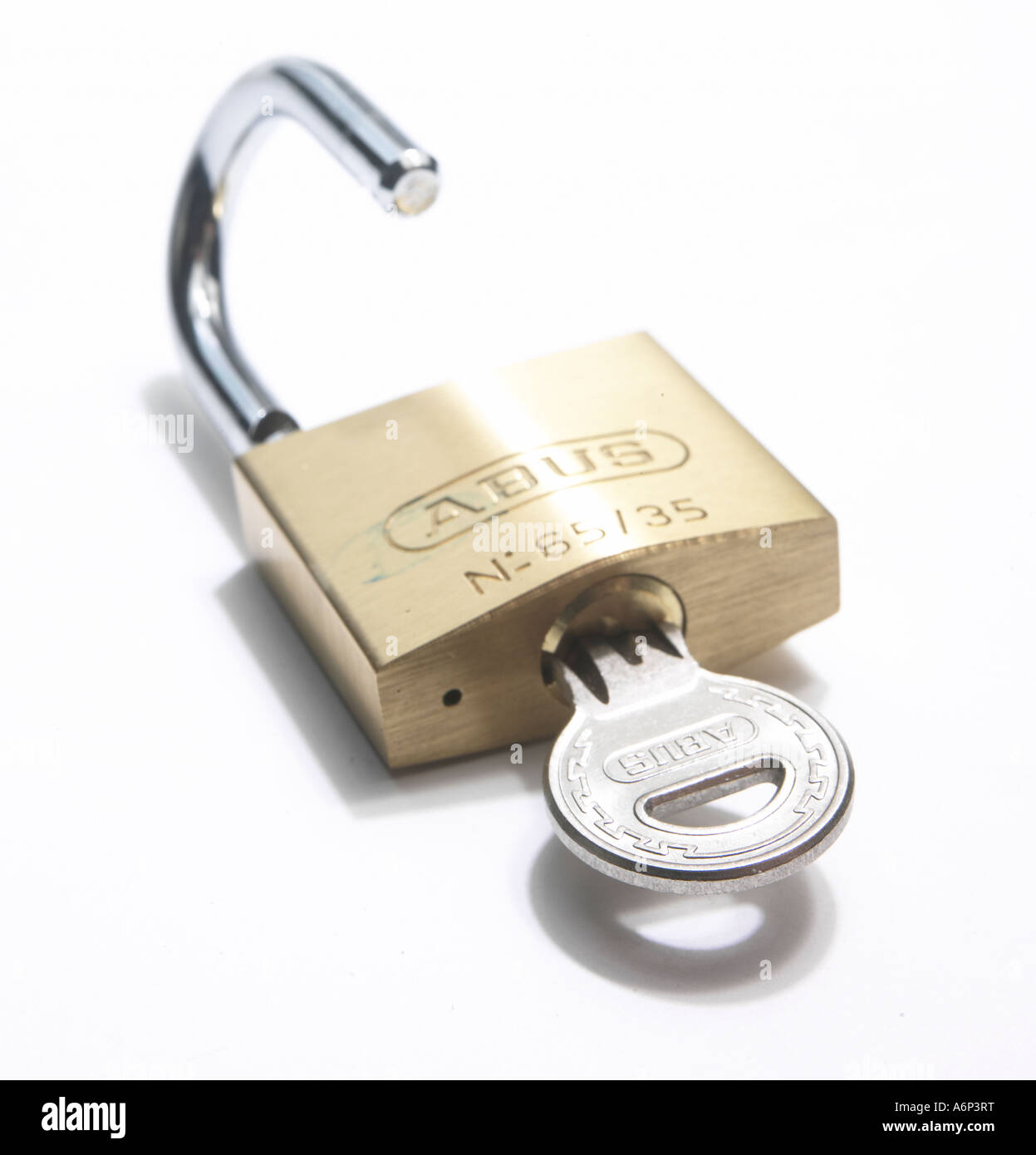 Candado desbloqueado por llave Imagen De Stock