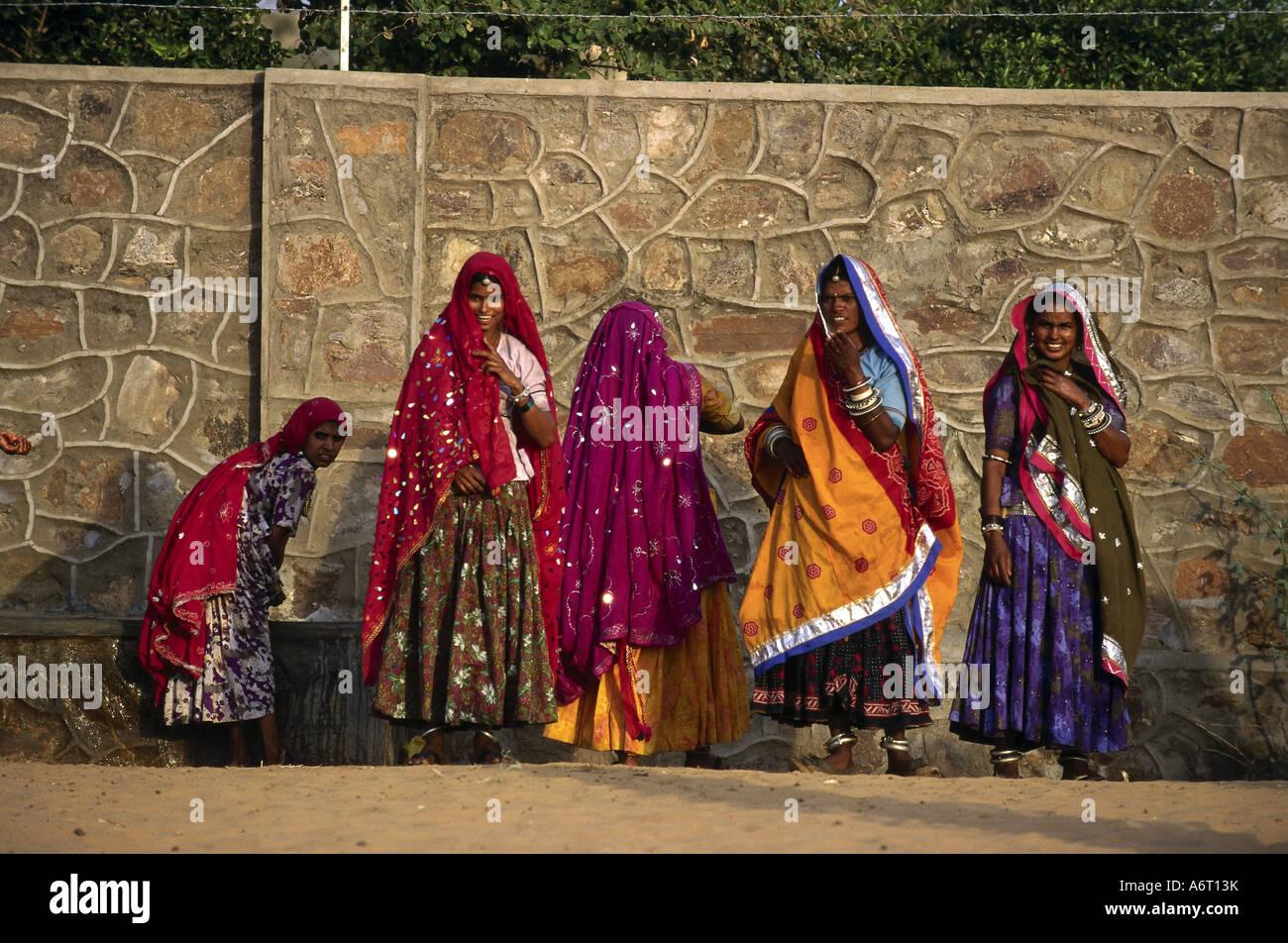 Algunas personas, mujeres, India, mujeres, lavarse, Pushkar, Rajastán, Asia, mujer, higiene personal, Sari, Imagen De Stock