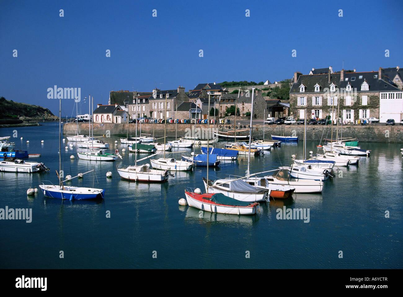 Le Val Andre Harbour Emerald Coast Cotes d Amor Bretaña Francia Europa Imagen De Stock