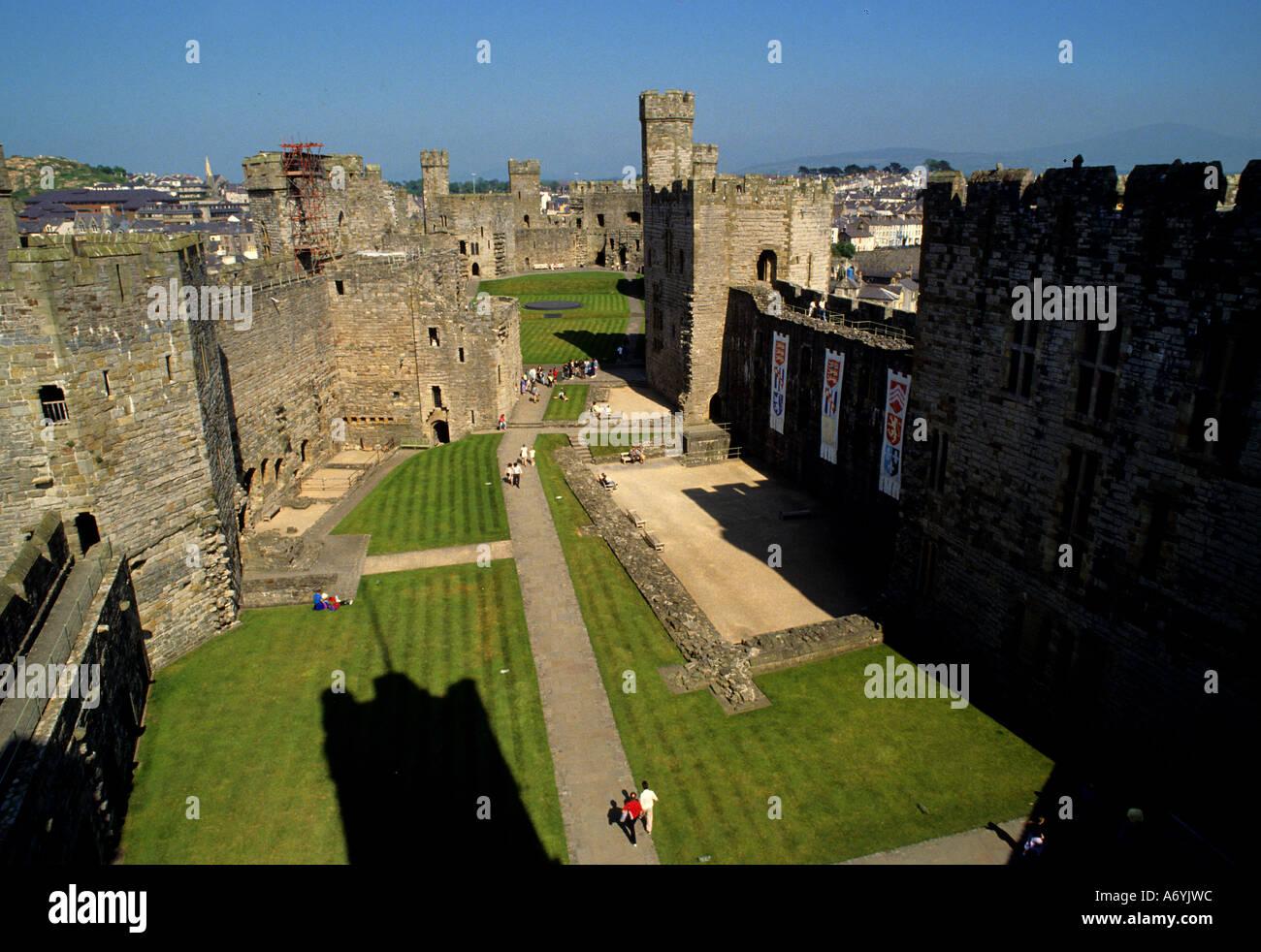Castillo de Caernavon Gales el rey Eduardo I de Inglaterra Foto de stock
