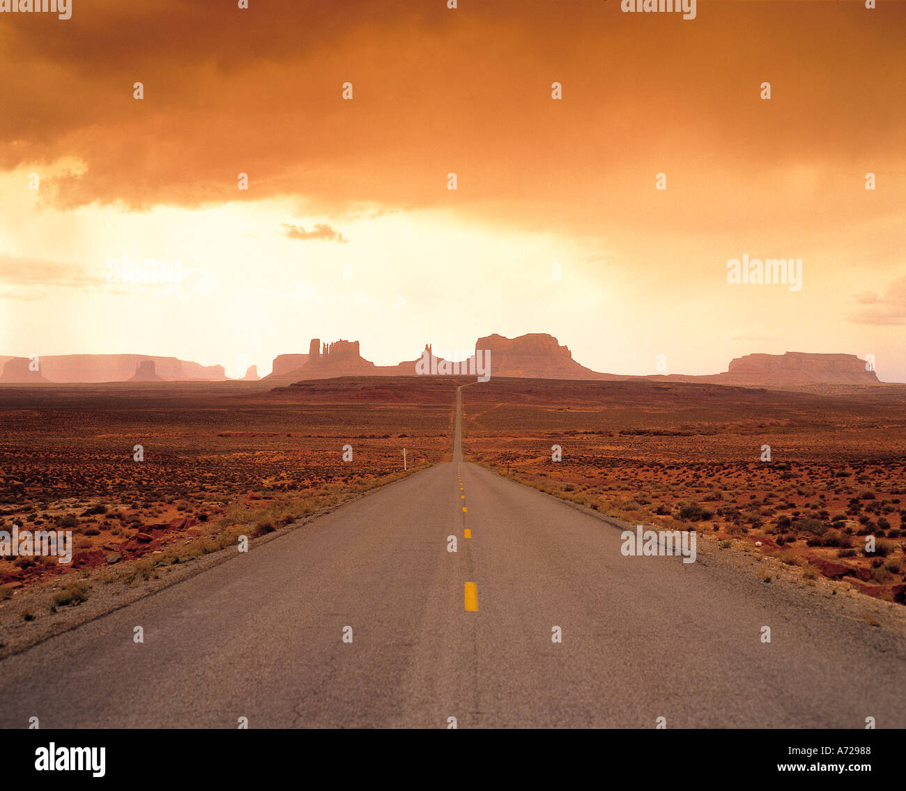 En Monument Valley Road y la interestatal 163 en Arizona Imagen De Stock