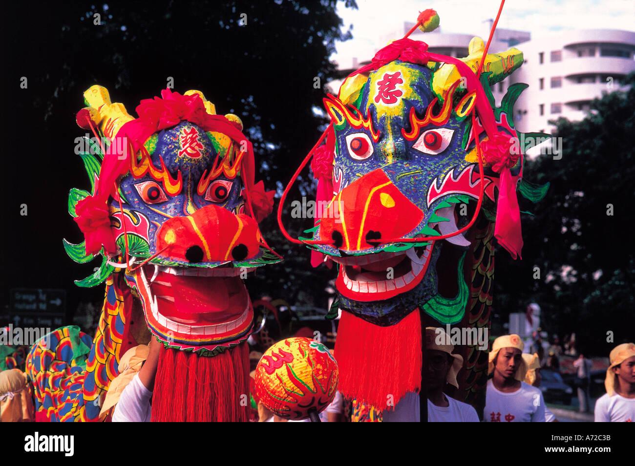 Dragones Chinos Bailando En La Fiesta De Ano Nuevo Chino Desfile
