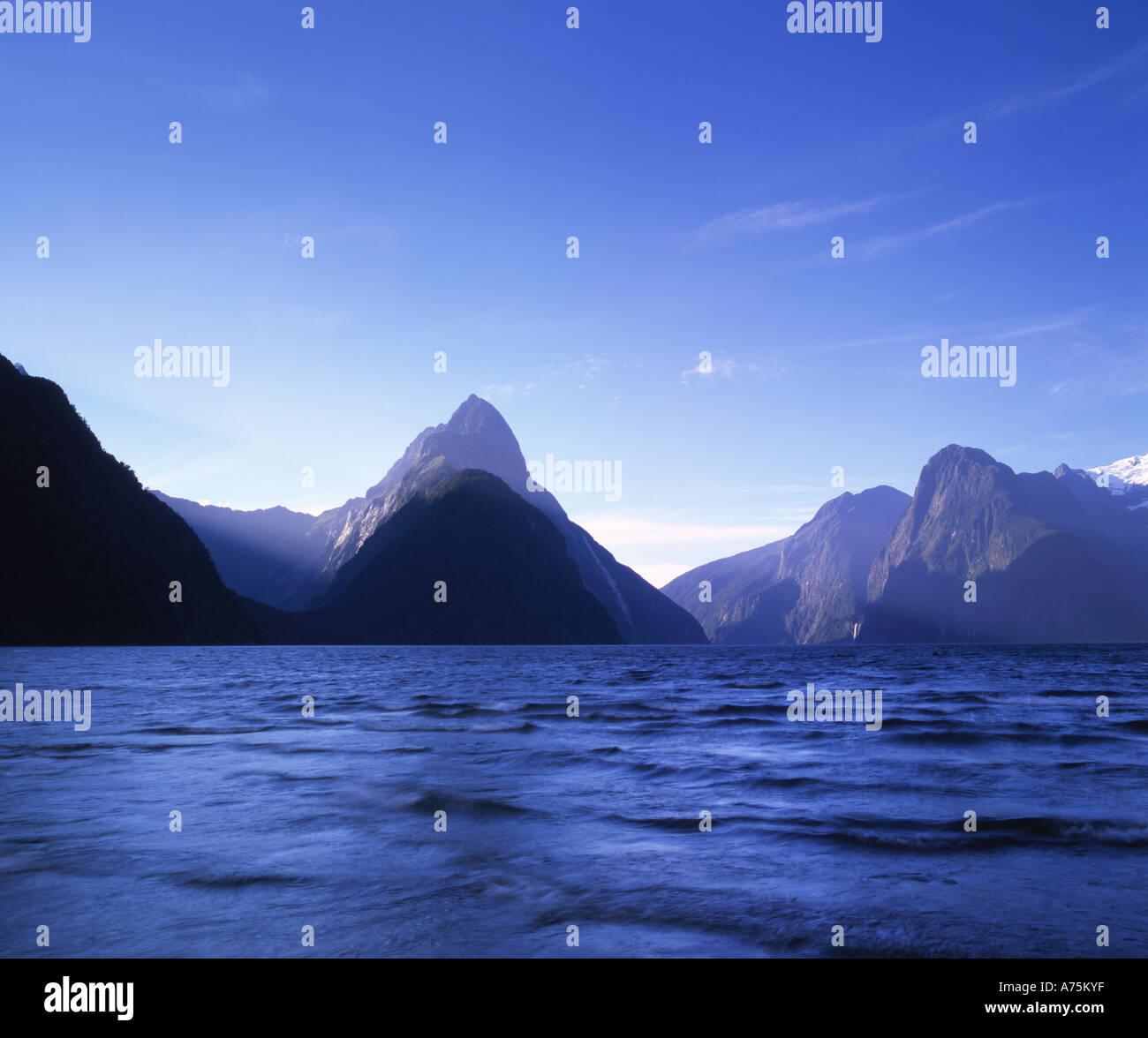 Milford Sound el Parque Nacional Fiordland, Isla del Sur, Nueva Zelanda Imagen De Stock