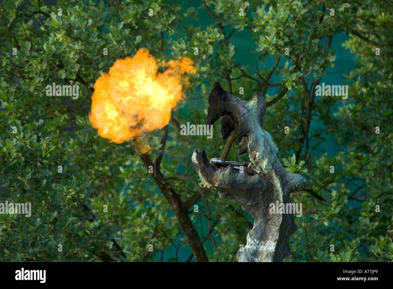 Hermosa Dragón Respirando Fuego Para Colorear Bosquejo - Enmarcado ...