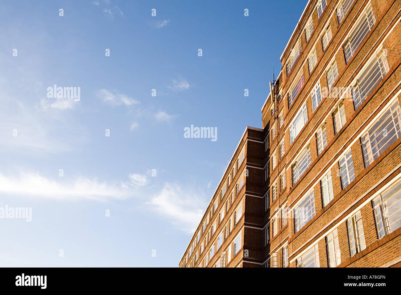Edificio de apartamentos. Foto de stock