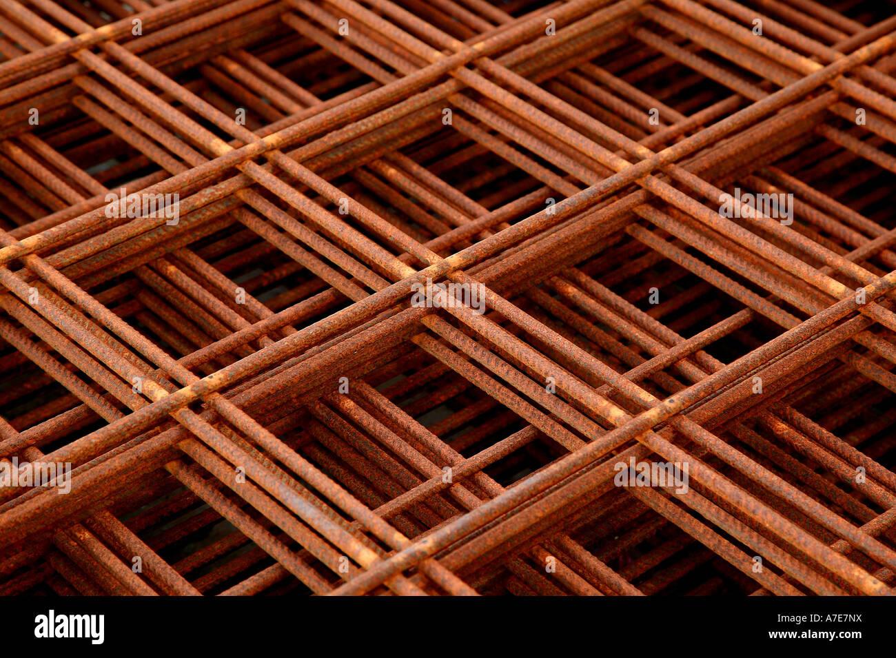 Pila de elementos de refuerzo de acero Foto de stock