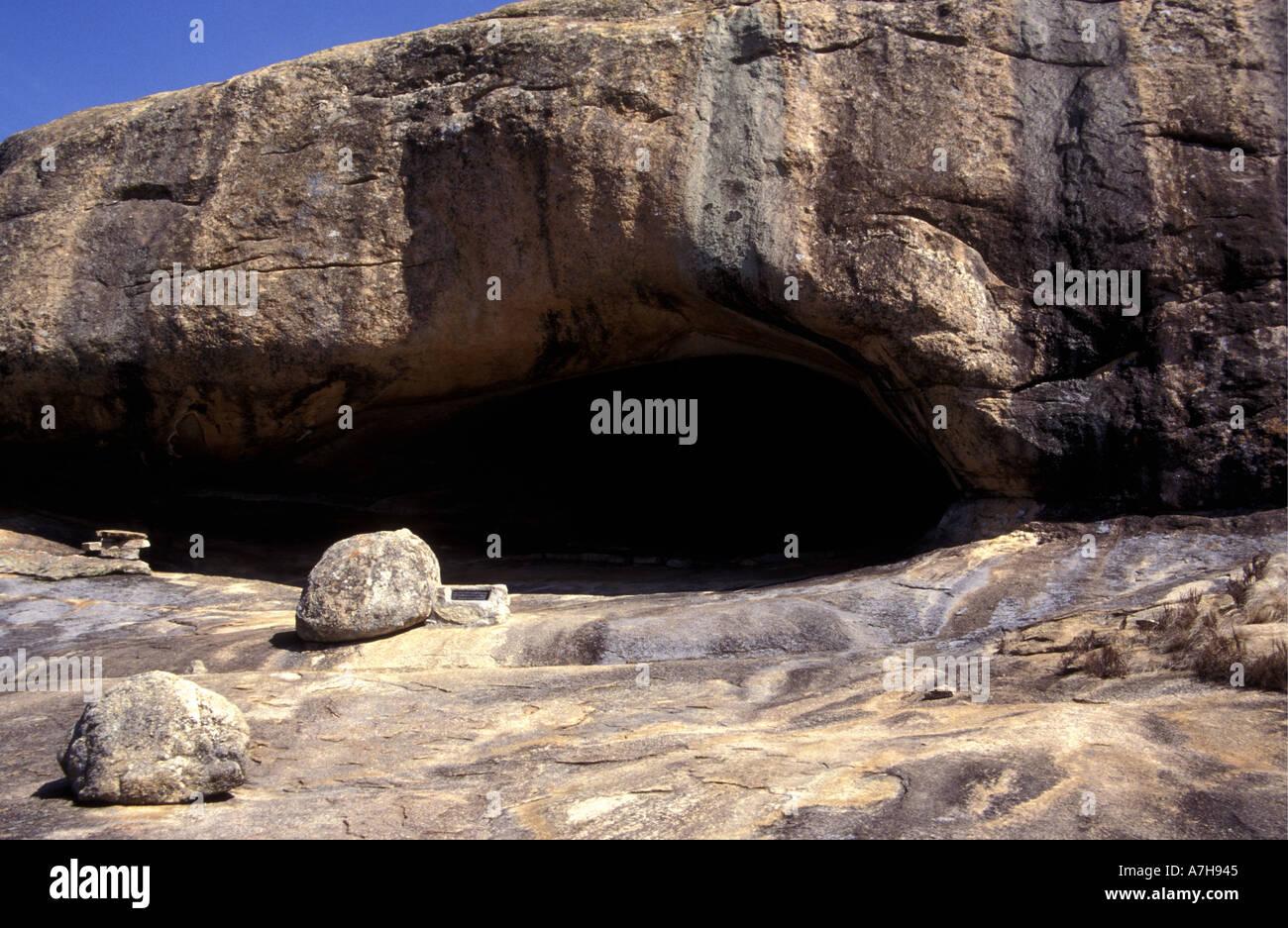Cueva Nswatugi en el Parque Nacional de Matobo Zimbabwe Africa Imagen De Stock