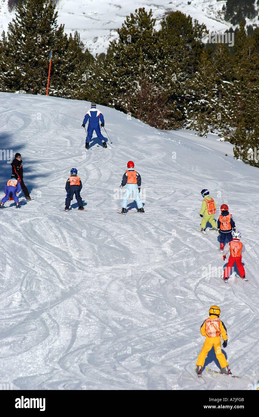 Escuela De Esquí Para Niños Pistas De Esquí De Soldeu Andorra Fotografía De Stock Alamy
