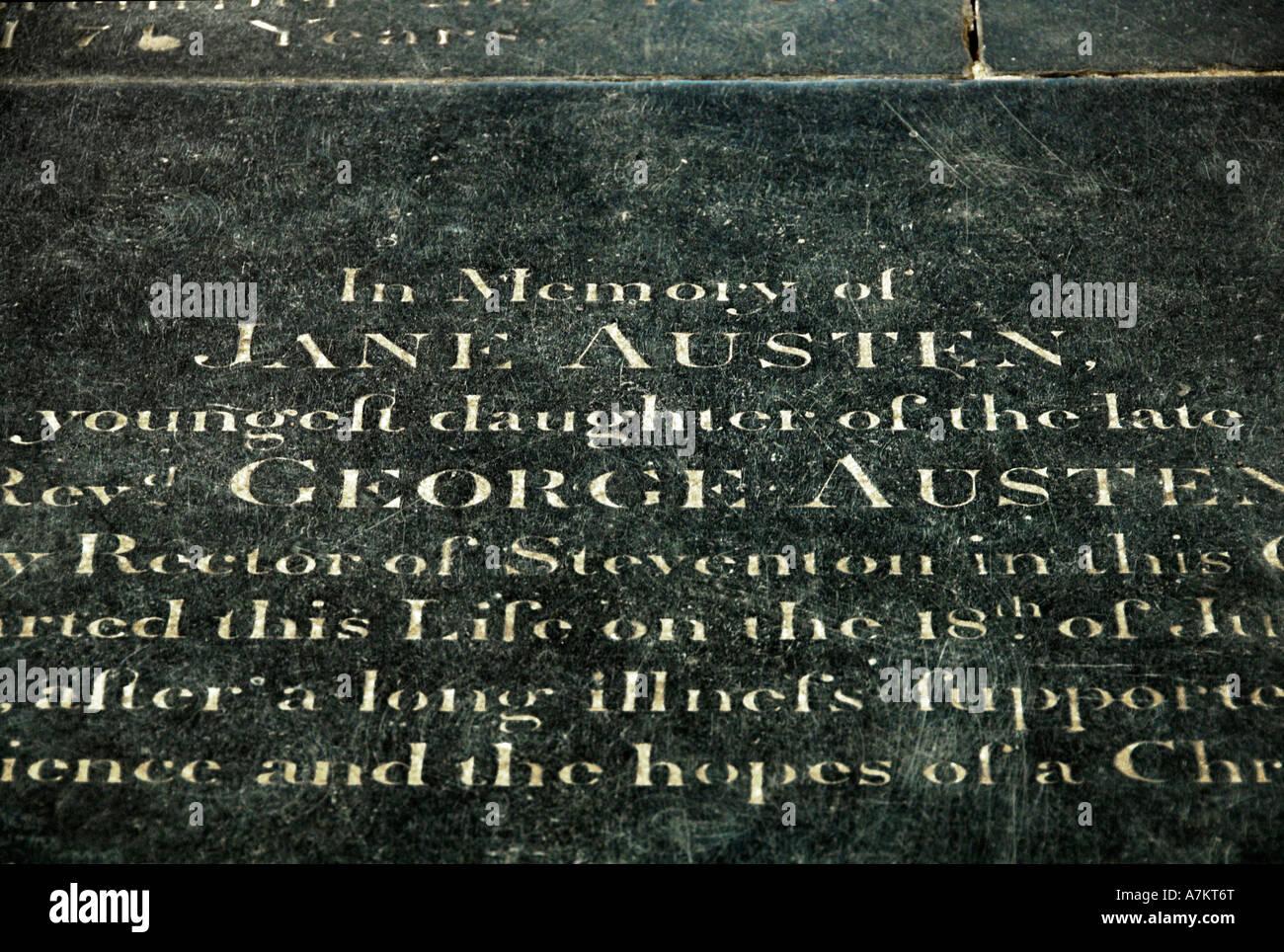 Tumba de Jane Austen la Catedral de Winchester SÓLO PARA USO EDITORIAL Imagen De Stock