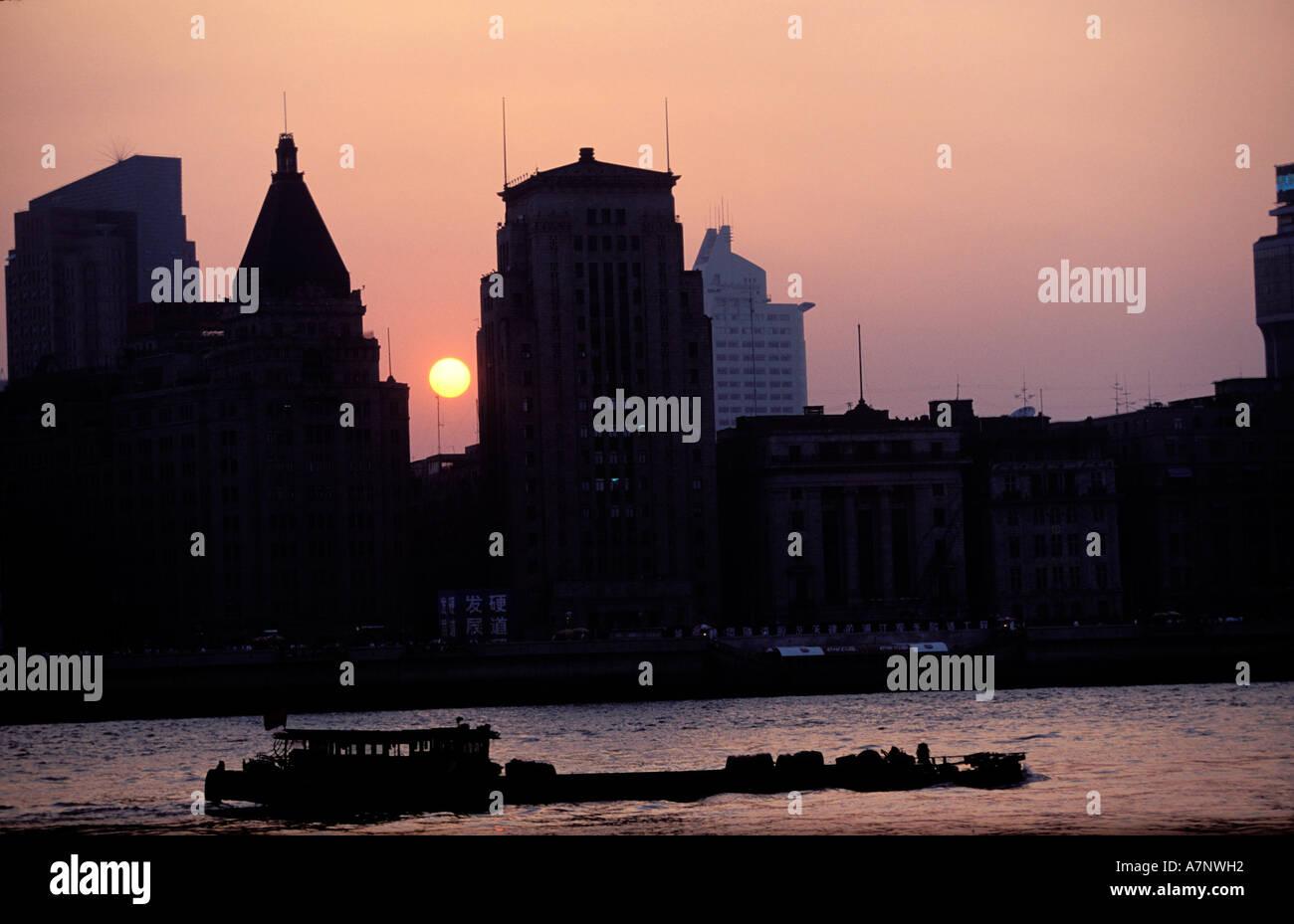 China, la ciudad de Shanghai, el Bund, símbolo de los 30's la arquitectura neoclásica Imagen De Stock