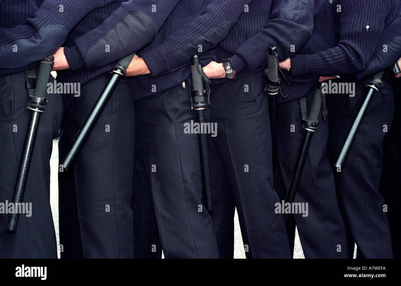 Funcionarios de la policía metropolitana durante las labores de capacitación de orden público, Londres, Reino Unido. Foto de stock