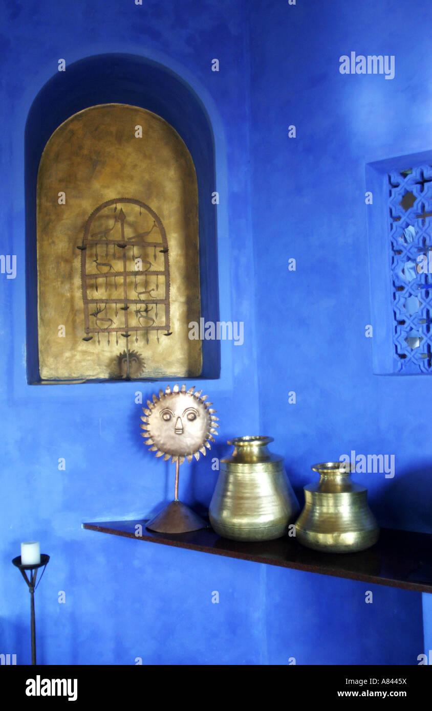 Detalle de la zona de recepción de la espectacularmente diseñado Nilaya Hermitage Hotel boutique en Goa, India Foto de stock