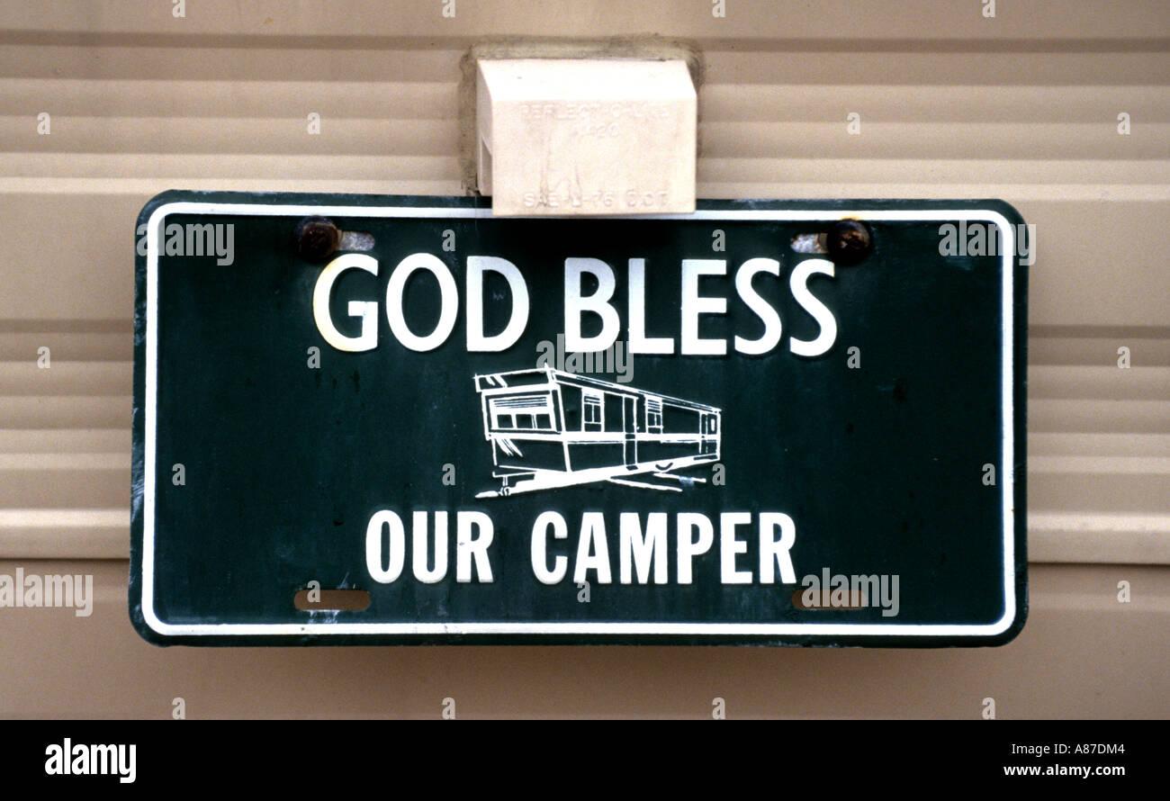 Que Dios bendiga nuestro camper Camping Car de placa de matrícula Foto de stock