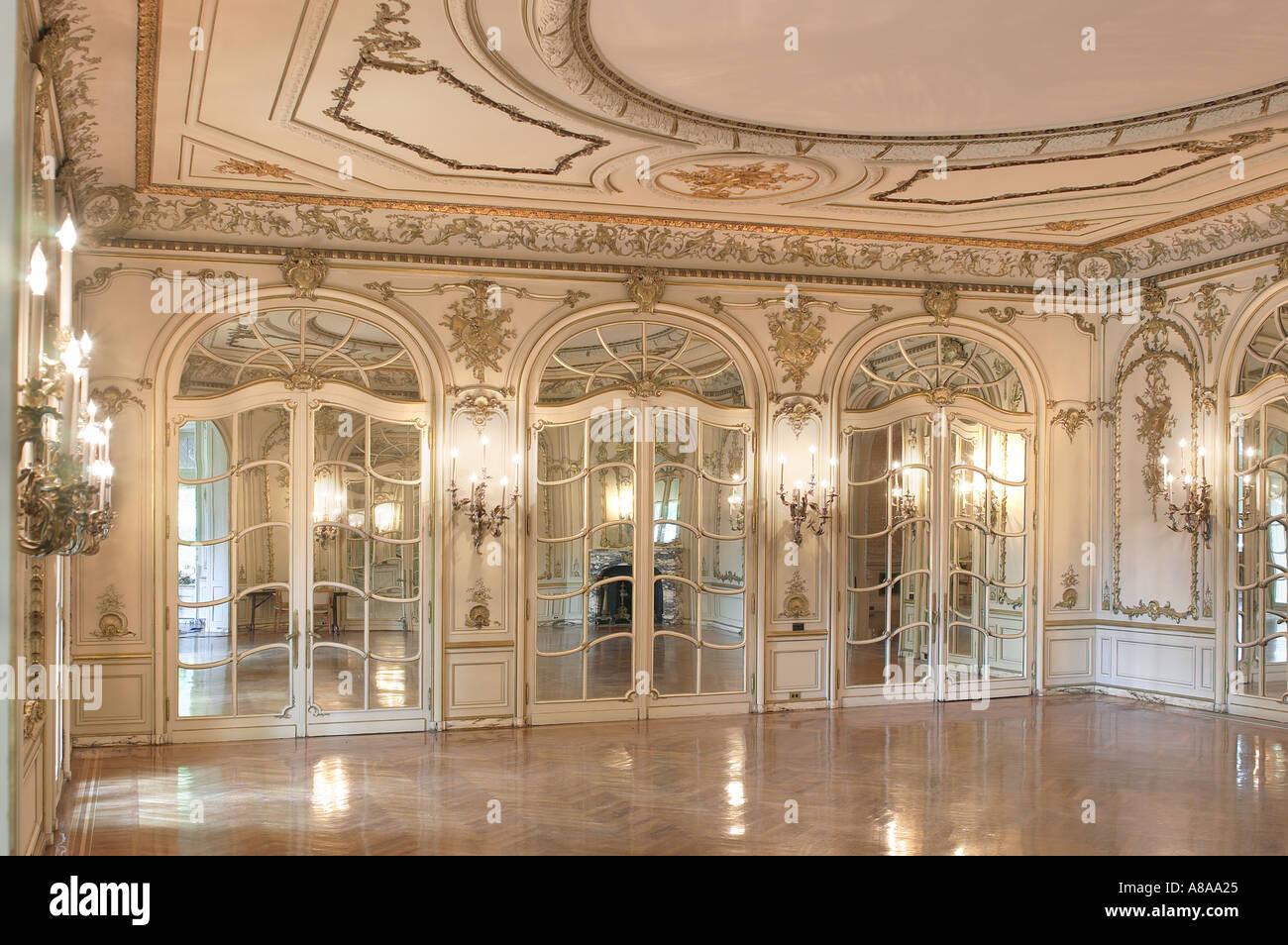 Elegante saln de baile con adornos interiores Foto Imagen De