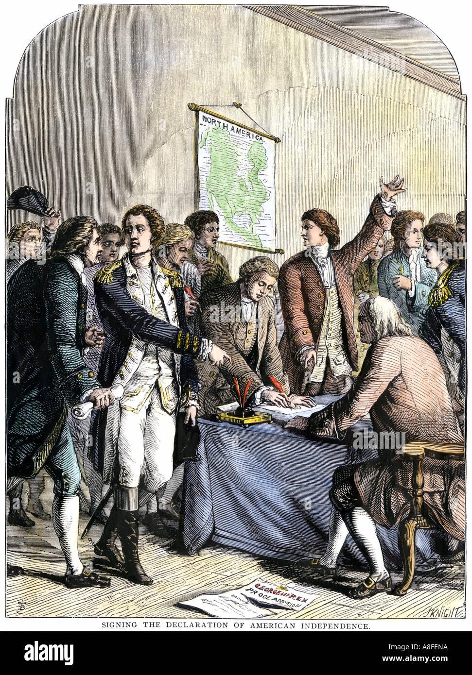 Los delegados firmaron la Declaración de Independencia americana del 4 de julio de 1776. Xilografía coloreada a mano Imagen De Stock