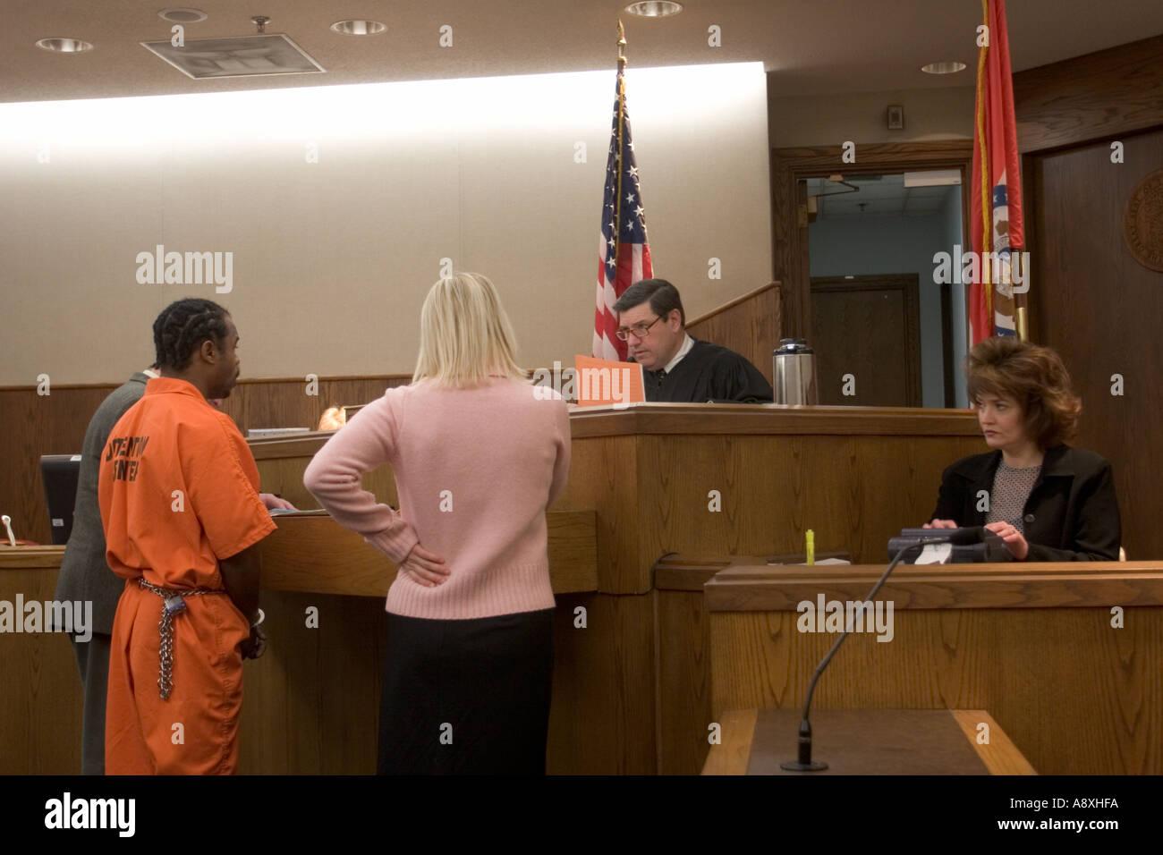 Circuito Jackson : Acusado y el fiscal de distrito hablando o malley juez del tribunal