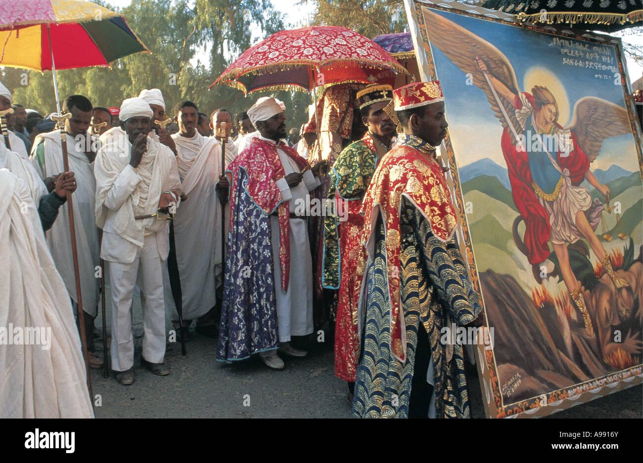 Timkat celebraciones Lalibela Etiopía monjes o sacerdotes están ...
