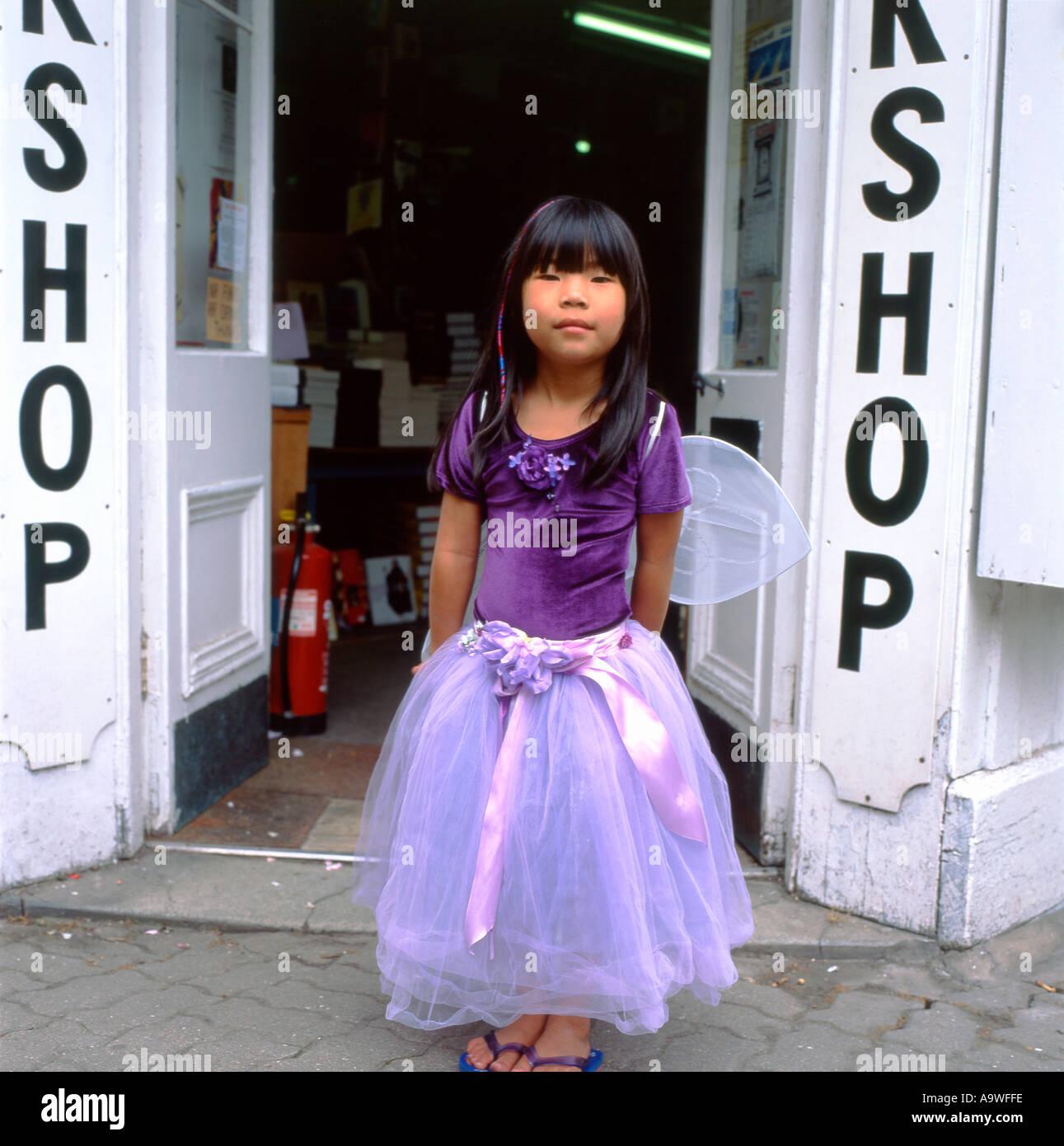 Moderno Uk Vestidos De Dama Basada Ornamento - Vestido de Novia Para ...