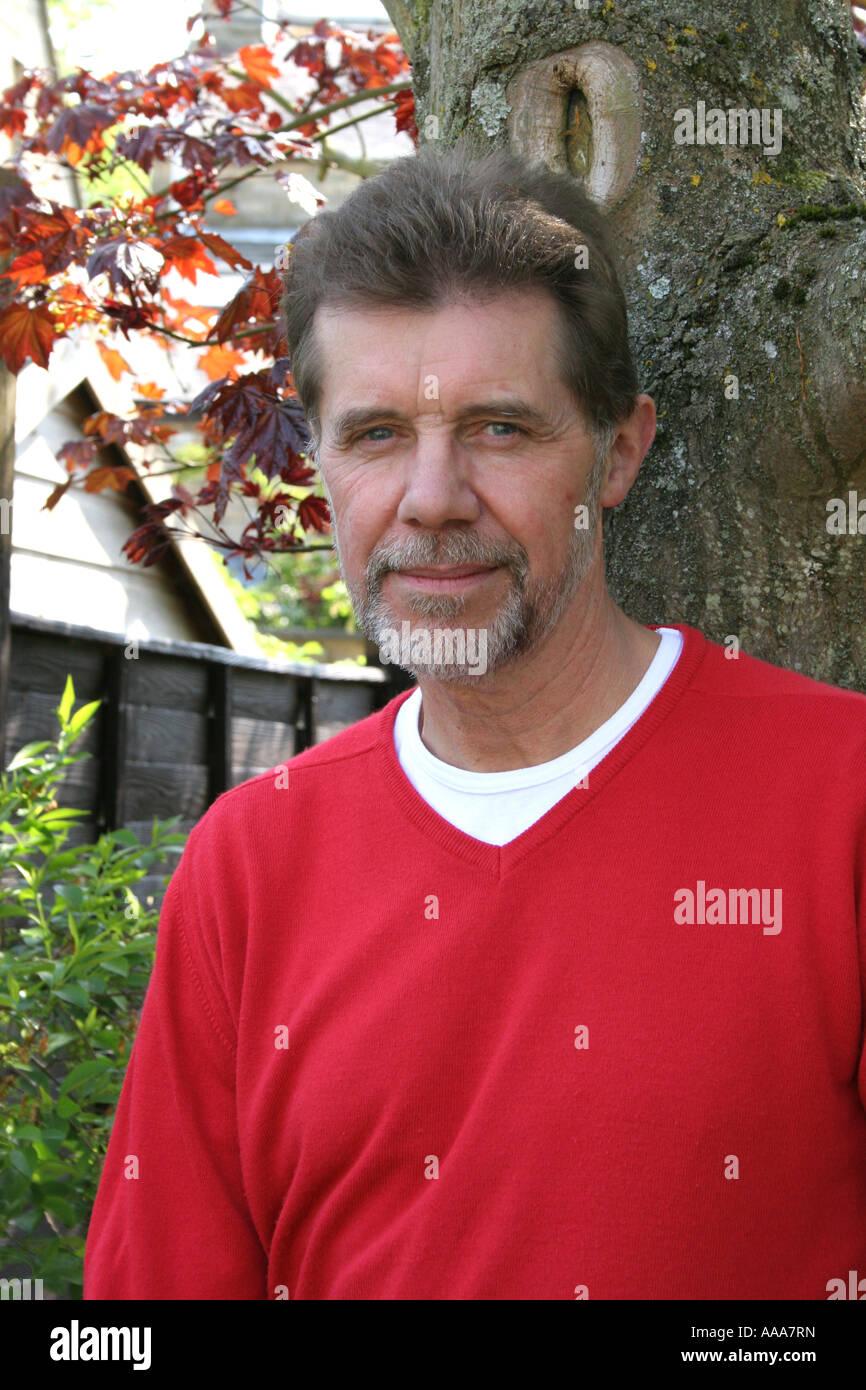 Un retrato de un hombre de cuarenta. Foto de stock