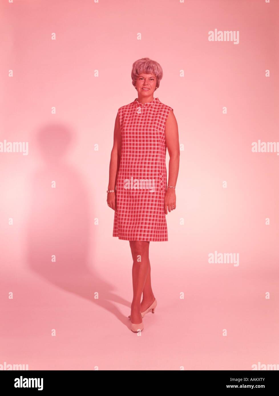 1960s Dress Imágenes De Stock & 1960s Dress Fotos De Stock - Alamy