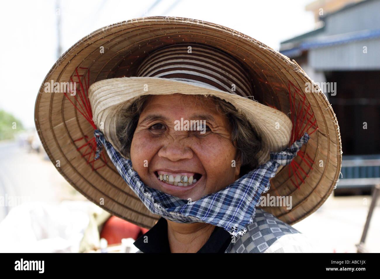 Conical Teeth Imágenes De Stock   Conical Teeth Fotos De Stock - Alamy d647f9d3063