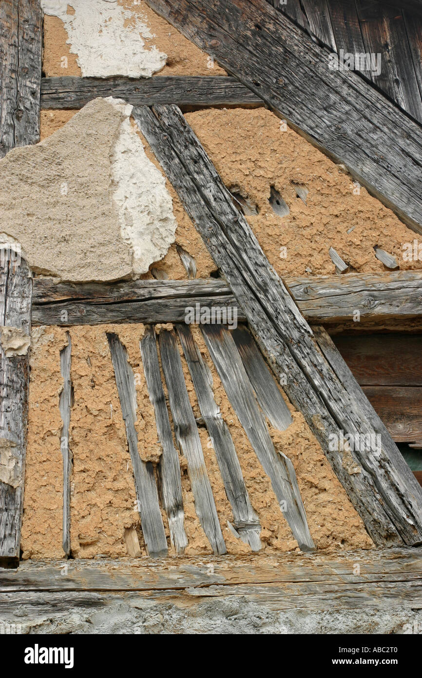 Antigua casa de marcos de madera con arcilla Foto & Imagen De Stock ...