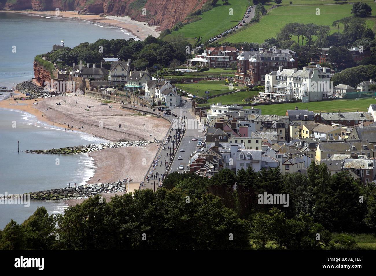 El Regency resort de Sidmouth en East Devon con los acantilados de la Costa Jurásica detrás Imagen De Stock