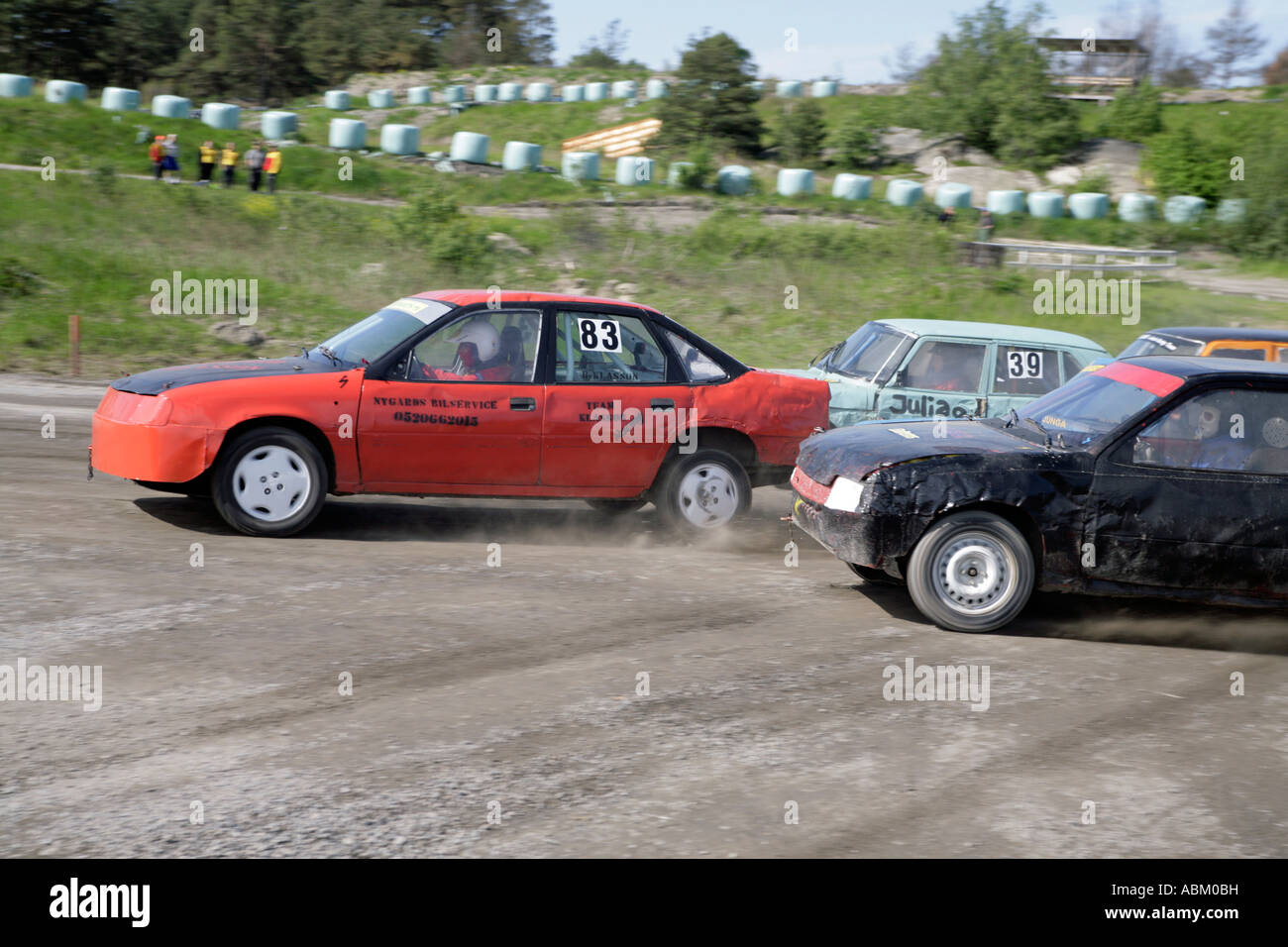 Coches de comenzar el deporte en Suecia Folkrace similares a Banger Racing en el Hipódromo de Torslanda Folkrace Imagen De Stock