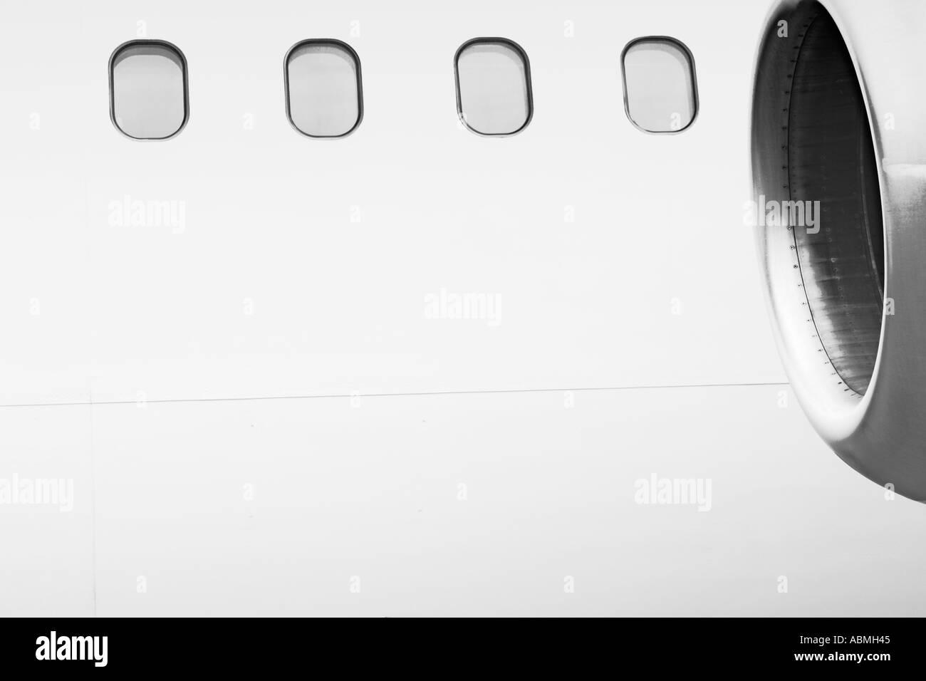 Windows y el motor de avión comercial desde el exterior Imagen De Stock