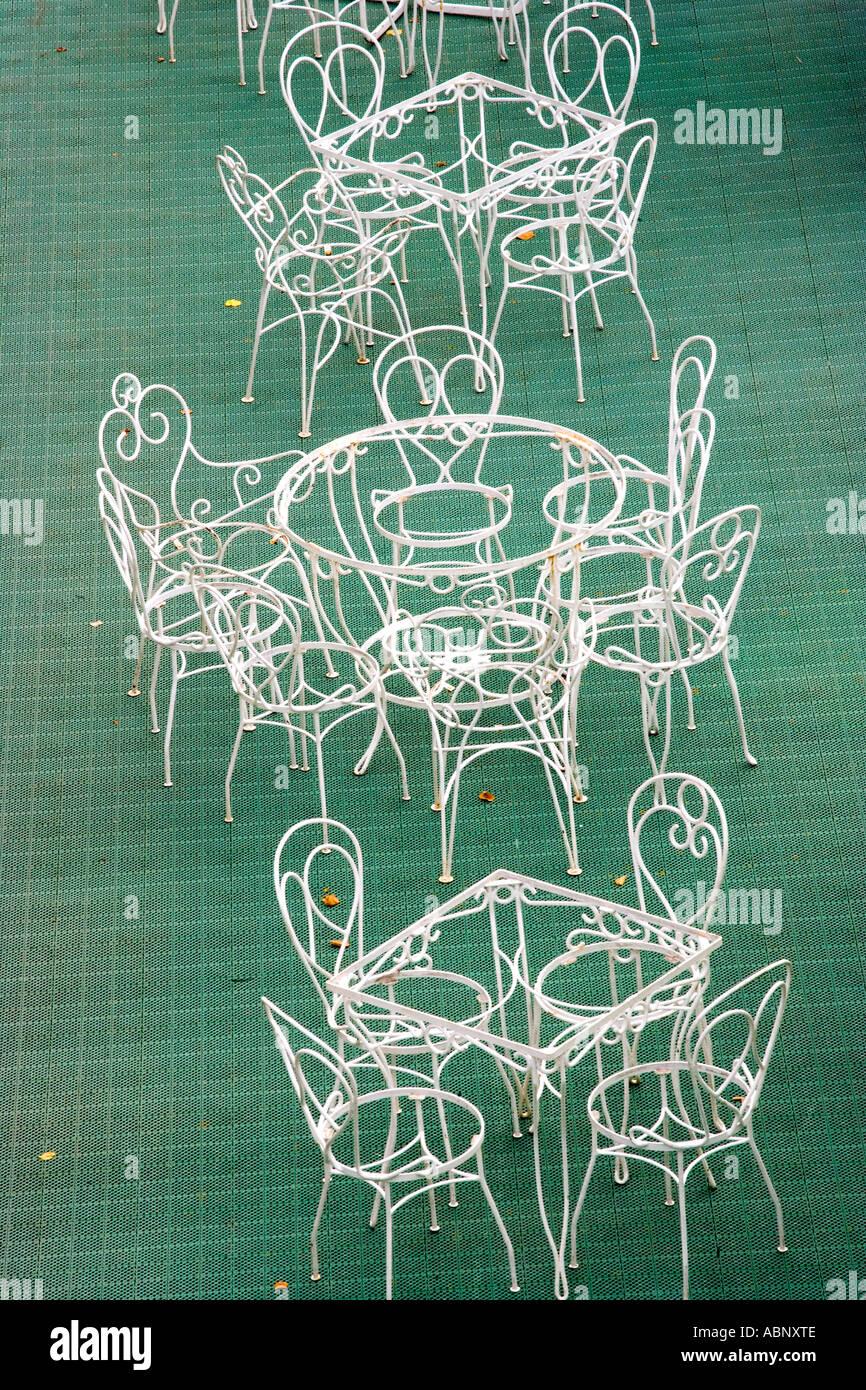Diseño abstracto con sillas y mesas Imagen De Stock