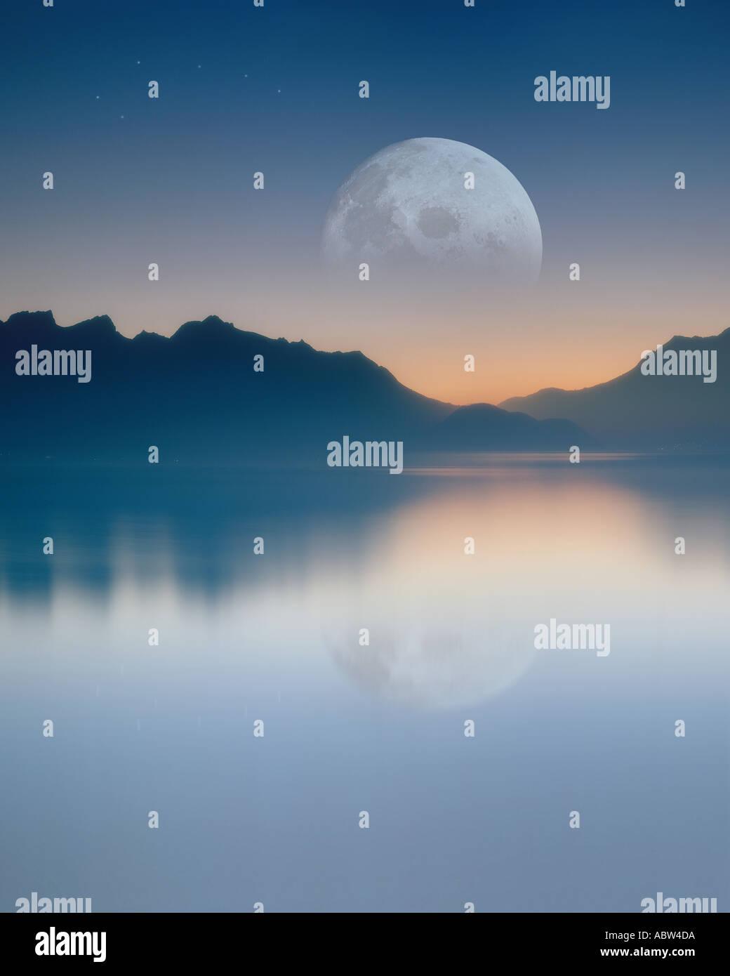 CH - Vaud: Luna sobre el lago de Ginebra Imagen De Stock
