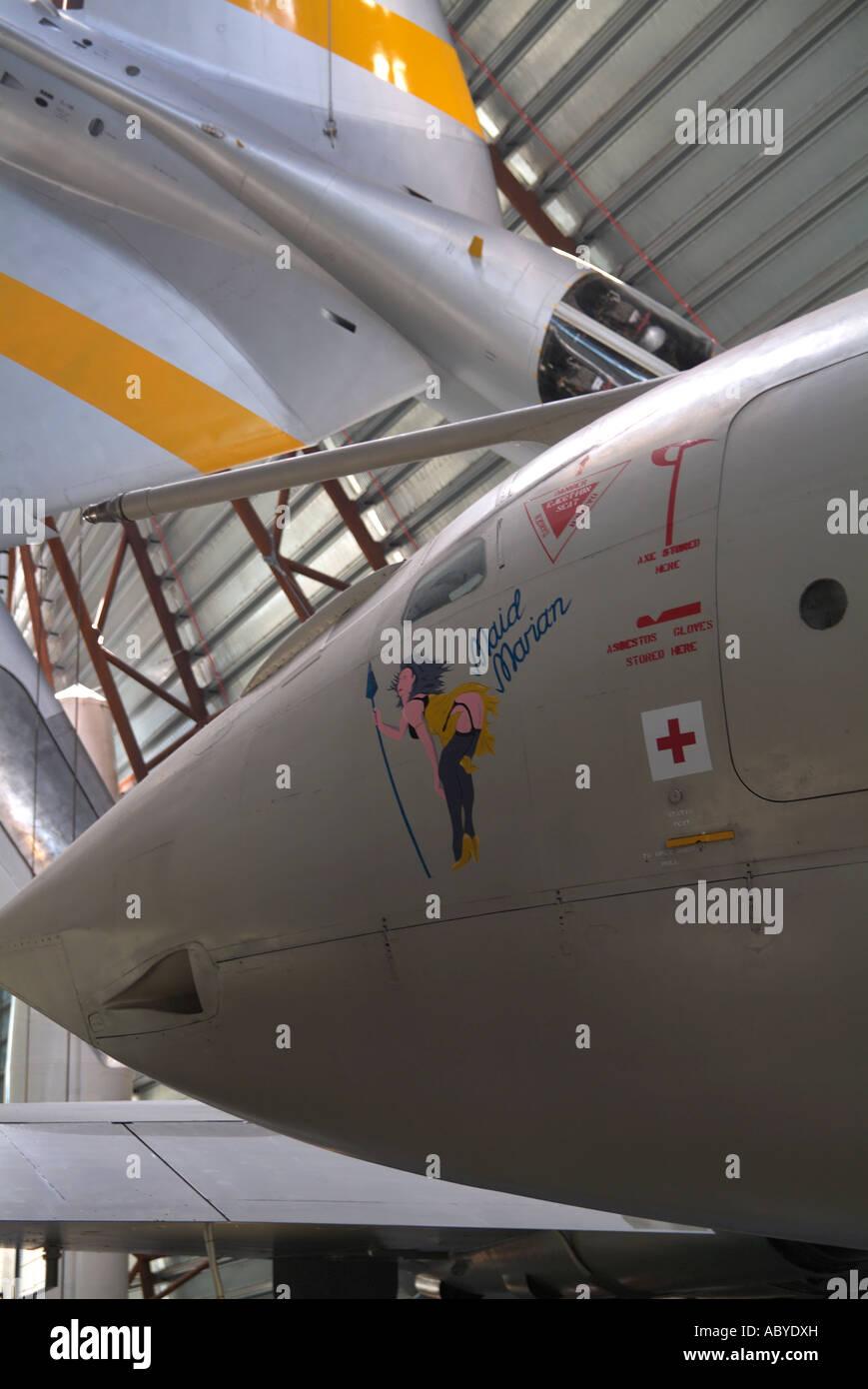 HANDLEY PAGE VICTOR BOMBARDERO NUCLEAR Y Hawker Hunter Jet Trainer T7 en el Museo de la guerra fría. RAF Cosford. Imagen De Stock