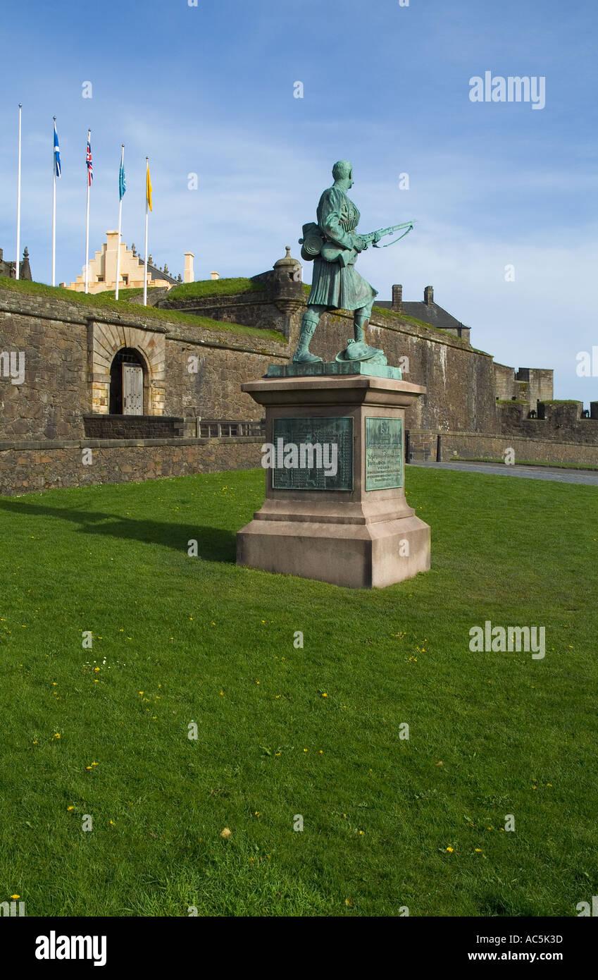 Dh STIRLING STIRLINGSHIRE War Memorial estatua fuera el castillo de Stirling Foto de stock