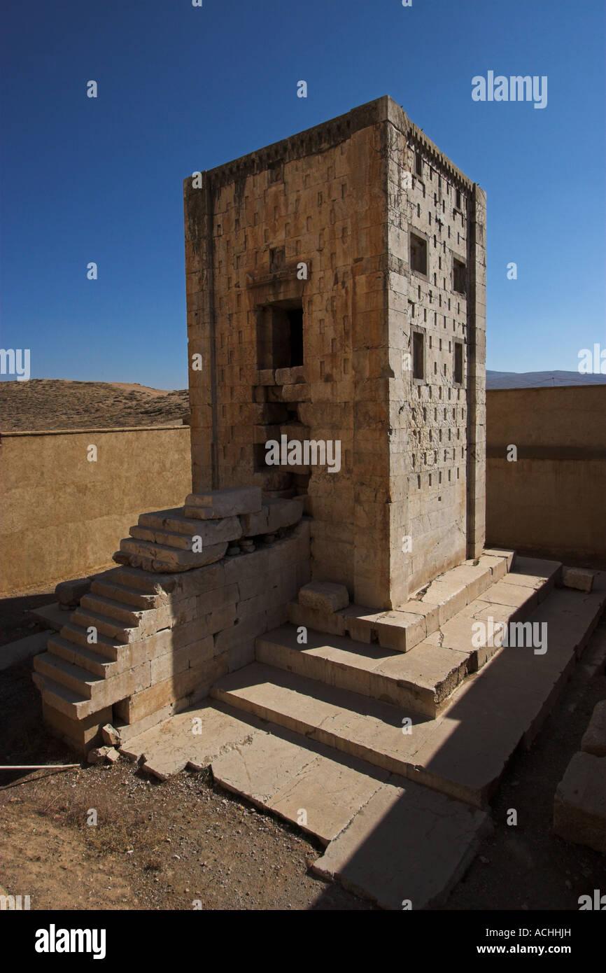 El antiguo templo de fuego aqueménida en Naqsh-e Rostam, cerca de Persépolis en Irán Foto de stock