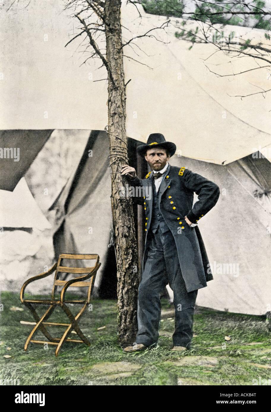 General Ulysses S Grant en su sede, tras la batalla de Cold Harbor 1864. Medias tintas coloreadas a mano una fotografía Imagen De Stock