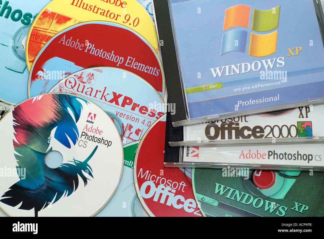 Falsificación de software informático en una fábrica clandestina en Europa oriental Imagen De Stock
