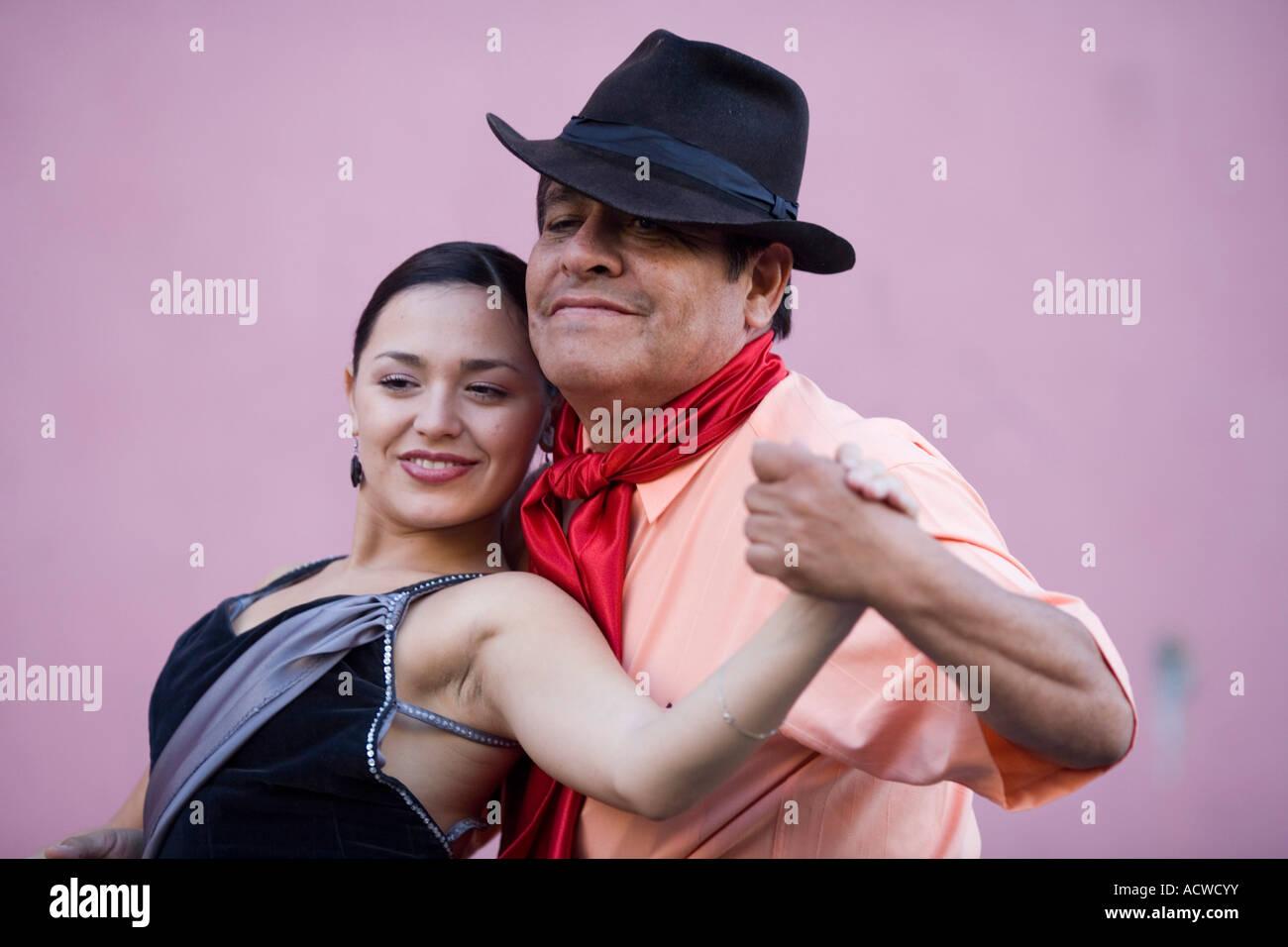 Pareja de bailarines de tango en Buenos Aires Argentina Imagen De Stock
