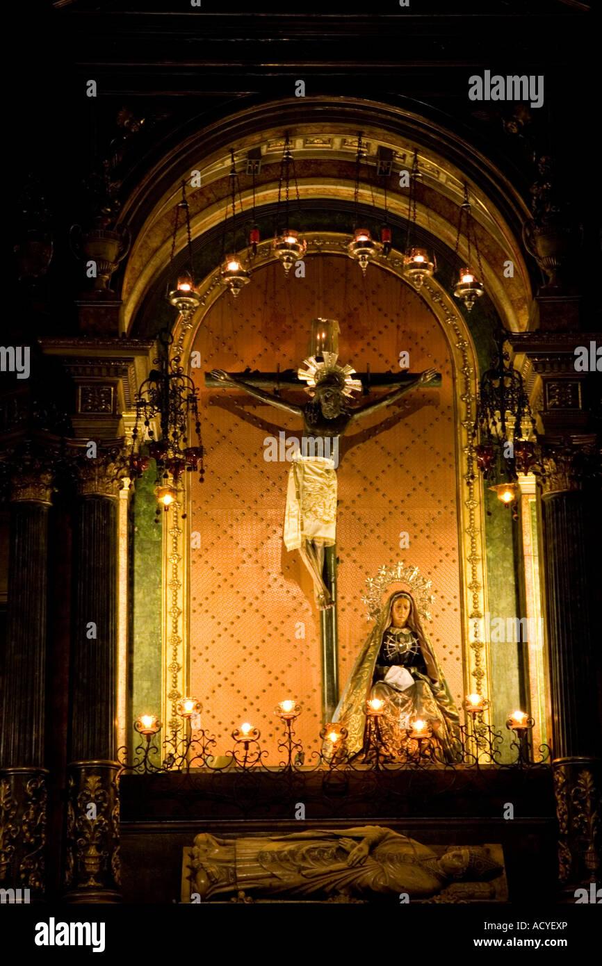 Jesucristo En La Cruz Del Crucifijo De La Catedral De Santa Eulalia