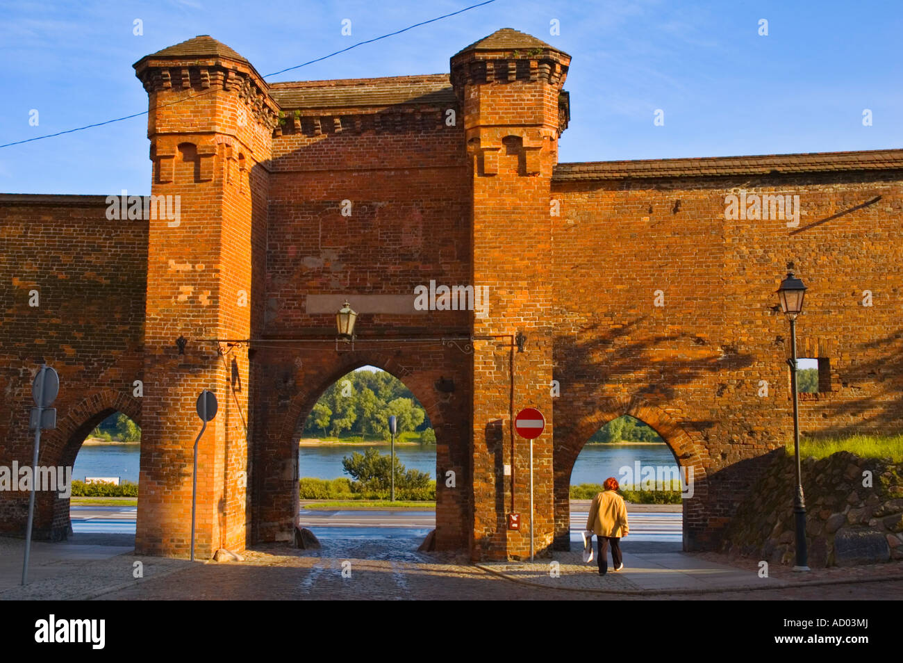 Puerta del monasterio en la ciudad vieja, en el centro de Torun, Polonia UE Imagen De Stock