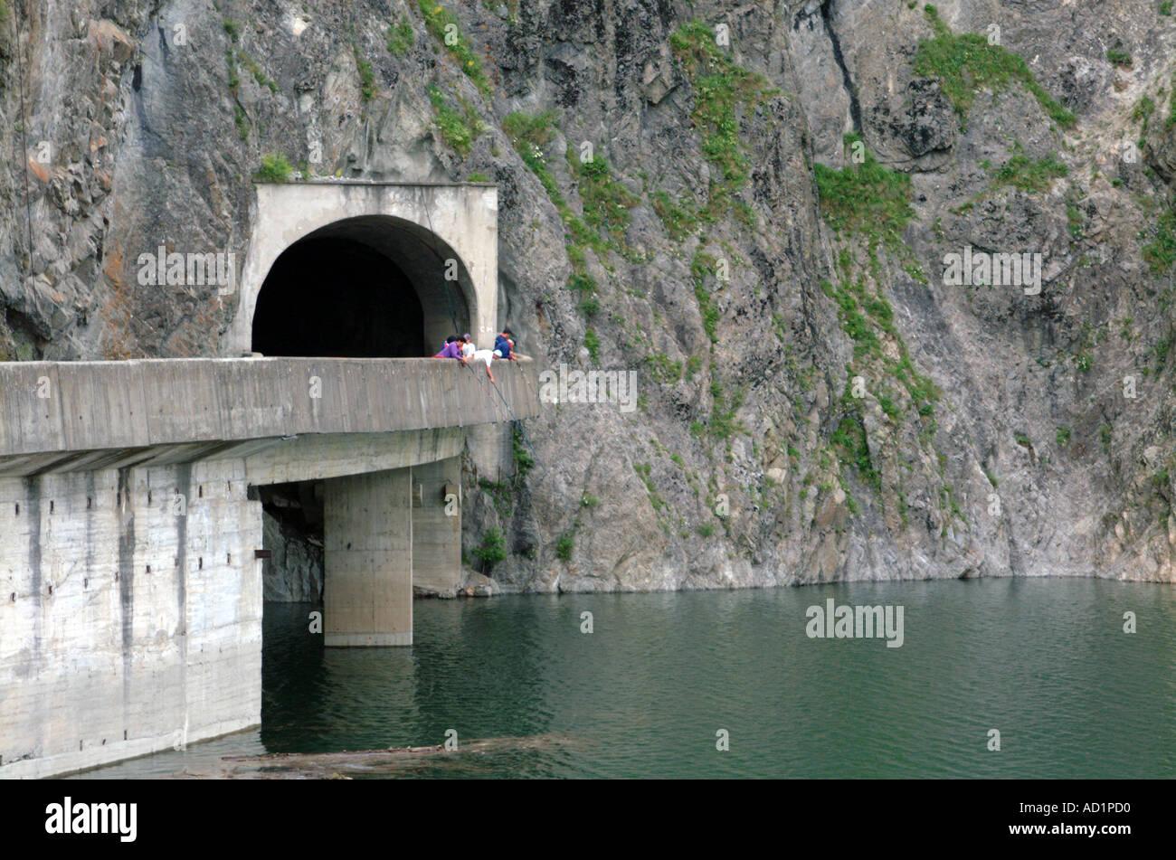 Presa Vidraru en río Arges Rumania Timor Oriental Imagen De Stock