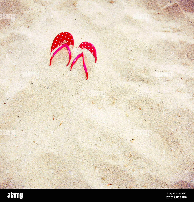 Sandalias en la playa Imagen De Stock