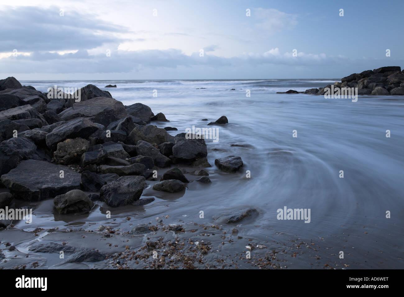 Fluye El Mar Y Las Rocas Justo Antes Del Amanecer Los Monjes Bay