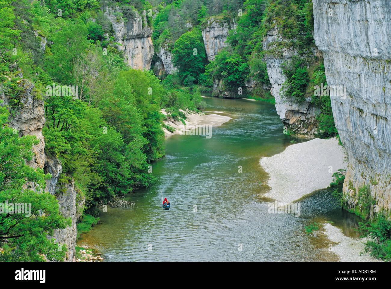 Viaje en barco por el río Tarn, Gorges du Tarn, Millau, Midi-Pyrénées, Francia Imagen De Stock