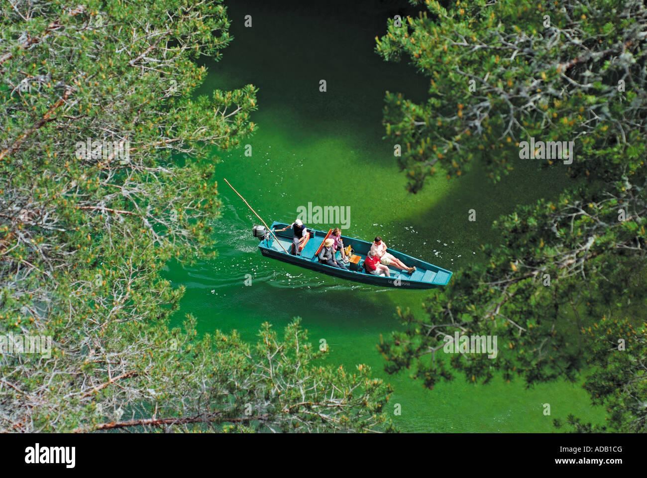 Viaje en barco por el río Tarn con las visitas guiadas de Le Bateliers de La Malene, Gorges du Tarn, Millau, Imagen De Stock