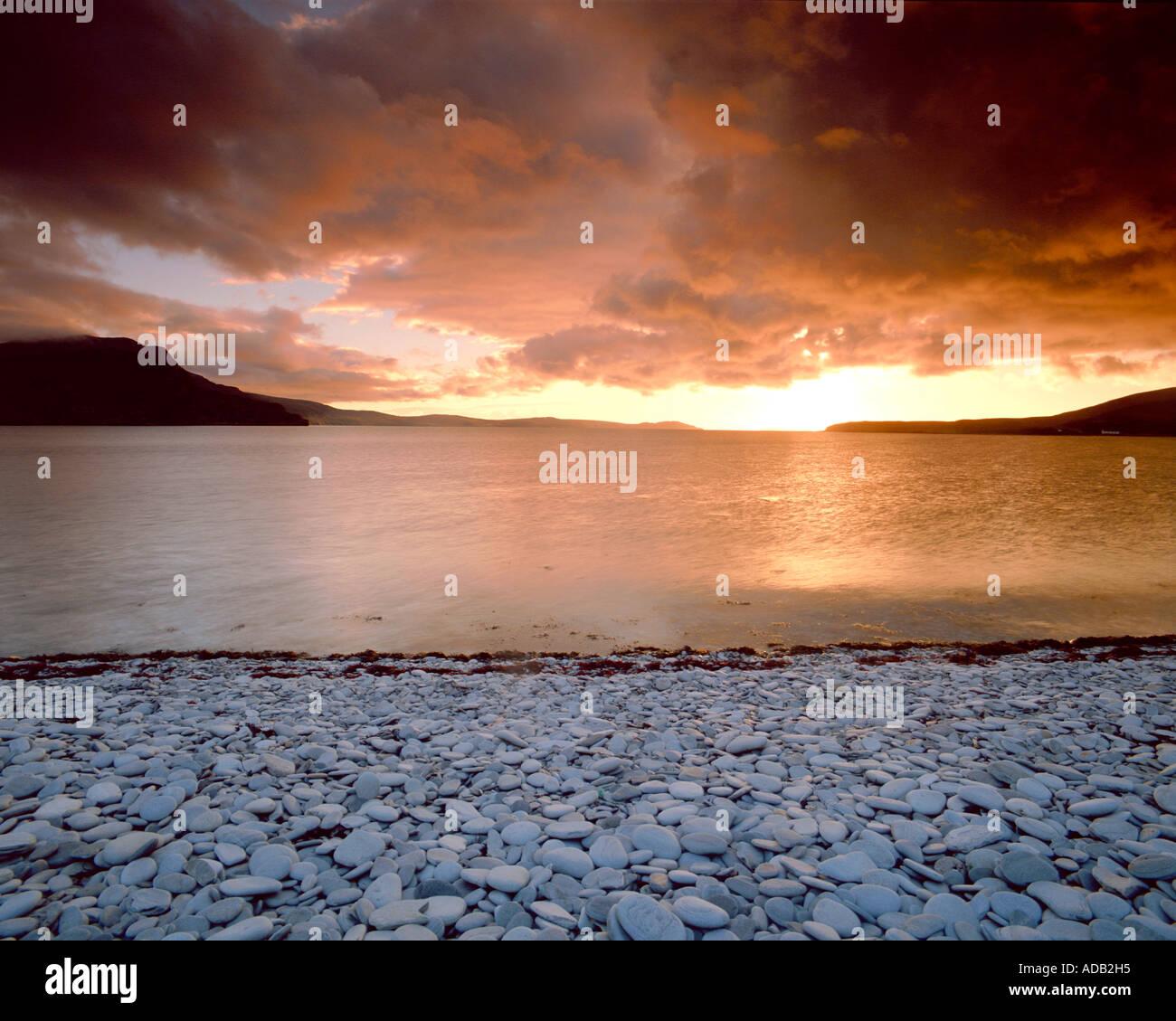Puesta de sol, playa, Ardmair Ullapool, Highlands de Escocia Imagen De Stock
