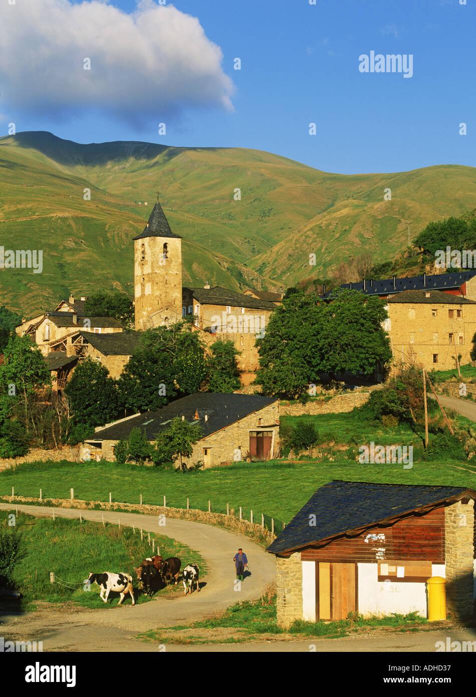 Pueblo de Llessui cerca de Sort, en la provincia de Lleida, Cataluña, España Imagen De Stock